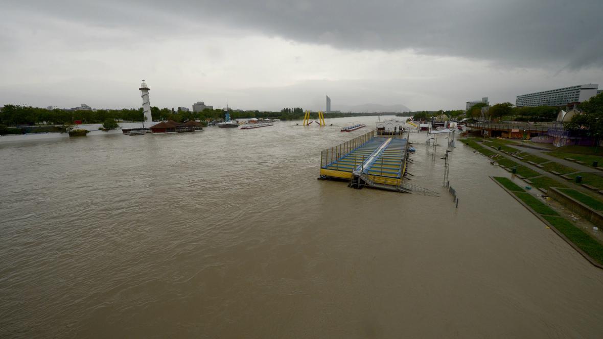 Rozvodněný Dunaj ve Vídni
