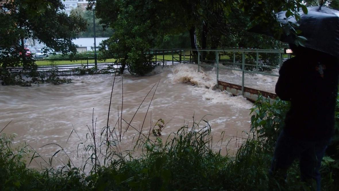 Rozvodněný Botič v Praze