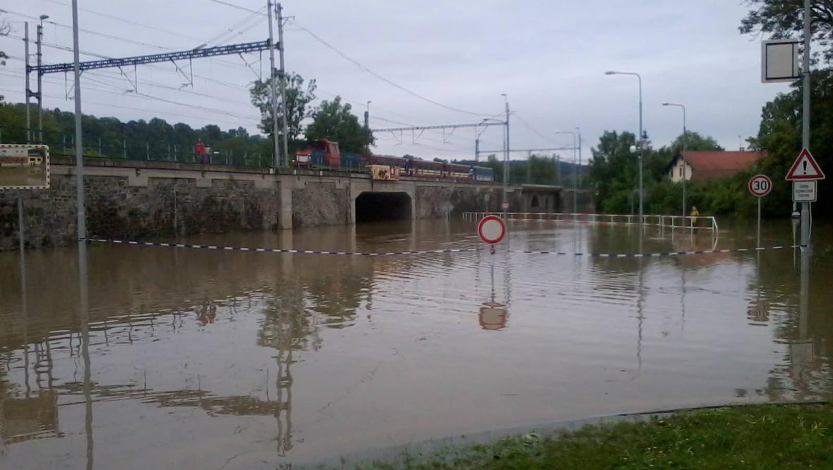 Křižovatka v Roztokách u Prahy