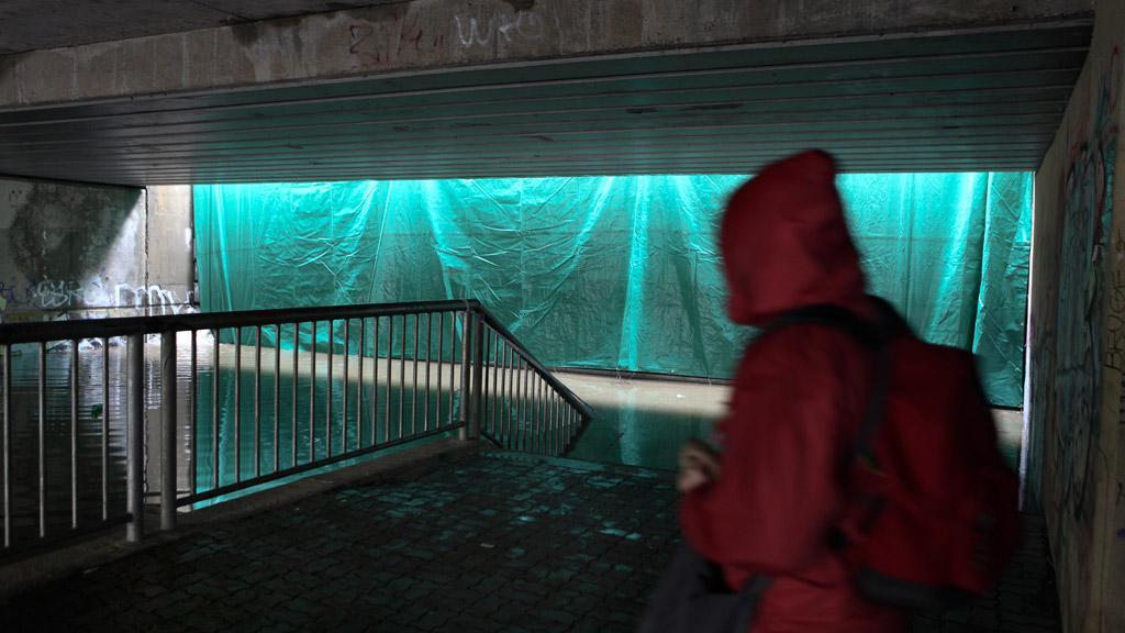 Protipovodňová hráz v ulici U Kina v Praze-Modřanech
