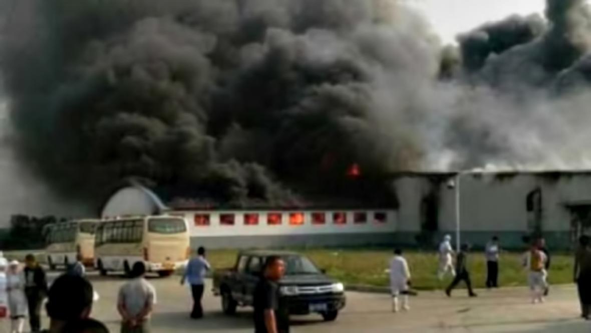Požár na drůbežích jatkách v Te-chuej