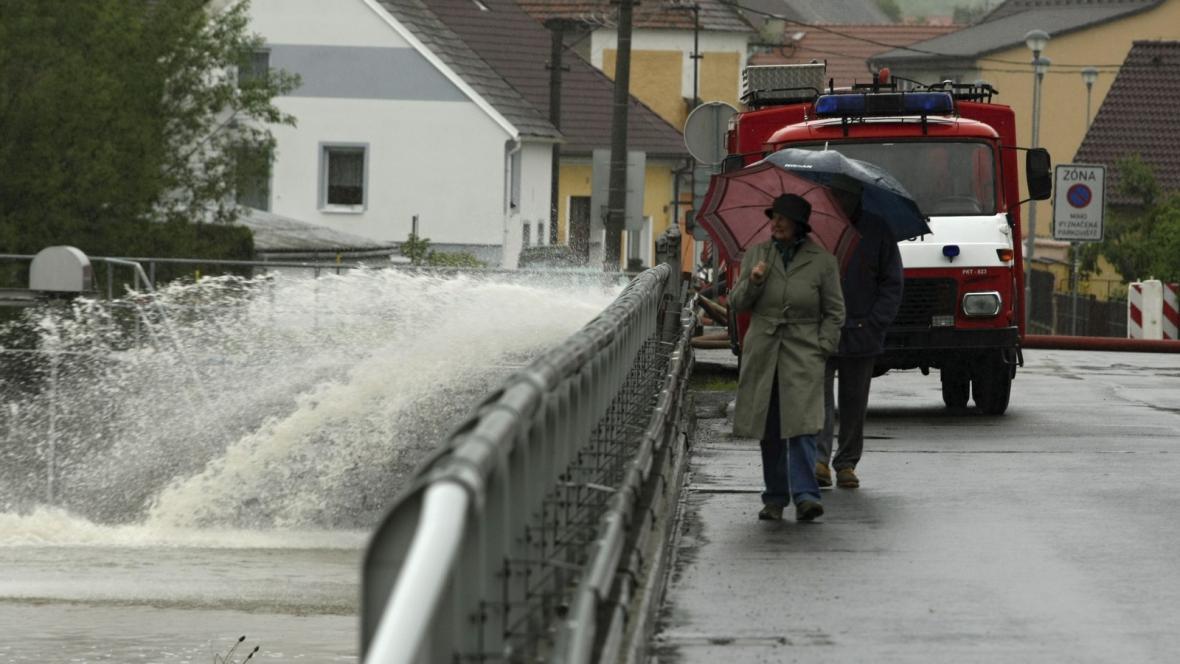 Třetí povodňový stupeň na Úhlavě