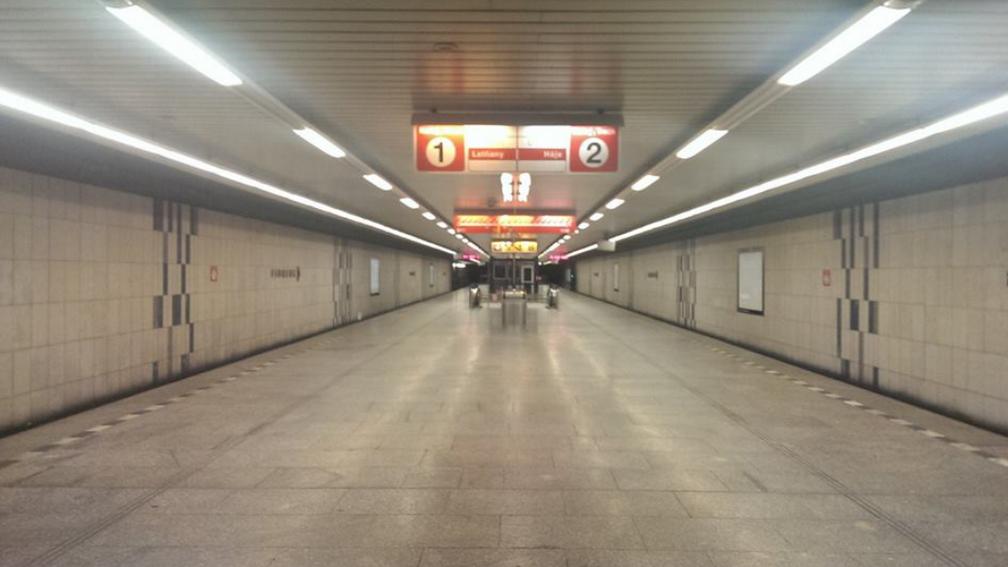 Metro Florenc bez cestujících.