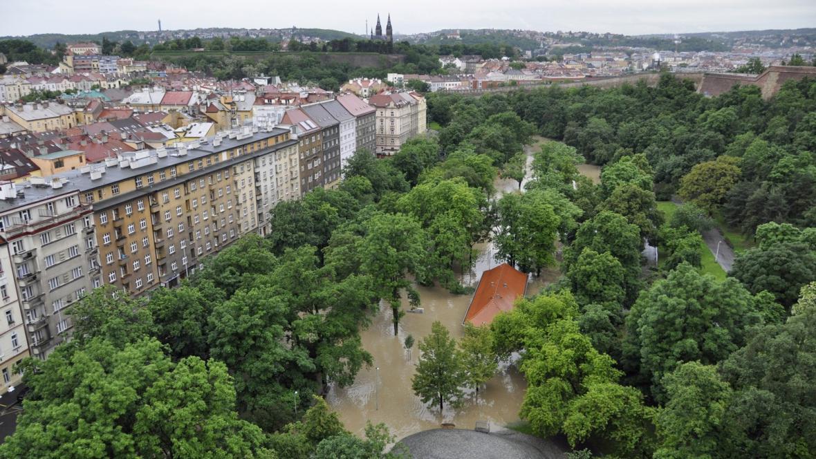 Zaplavený park Folimanka v Praze