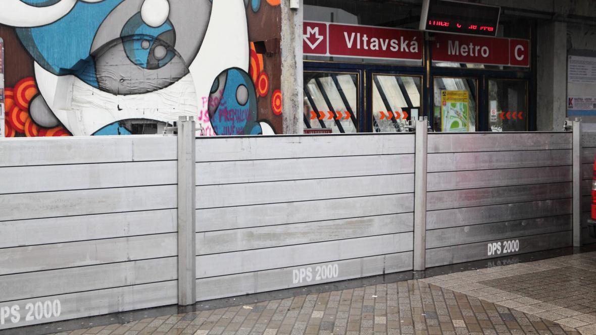 Uzavřená stanice metra Vltavská