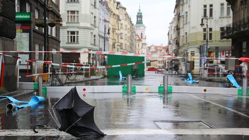 Uzavřená silnice u Staroměstské