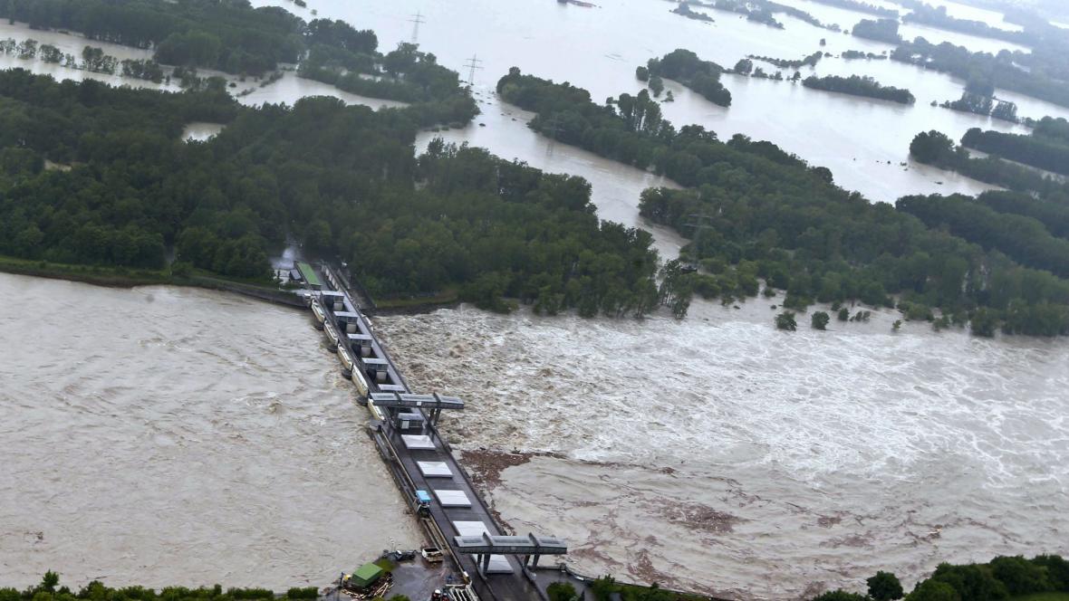 Velká voda zasáhla i elektrárnu Schärding na Innu