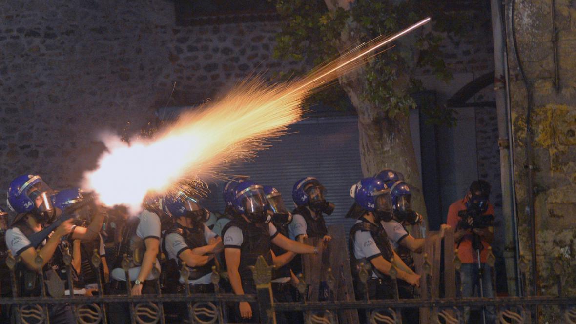 Zásah turecké policie proti demonstrantům v Istanbulu