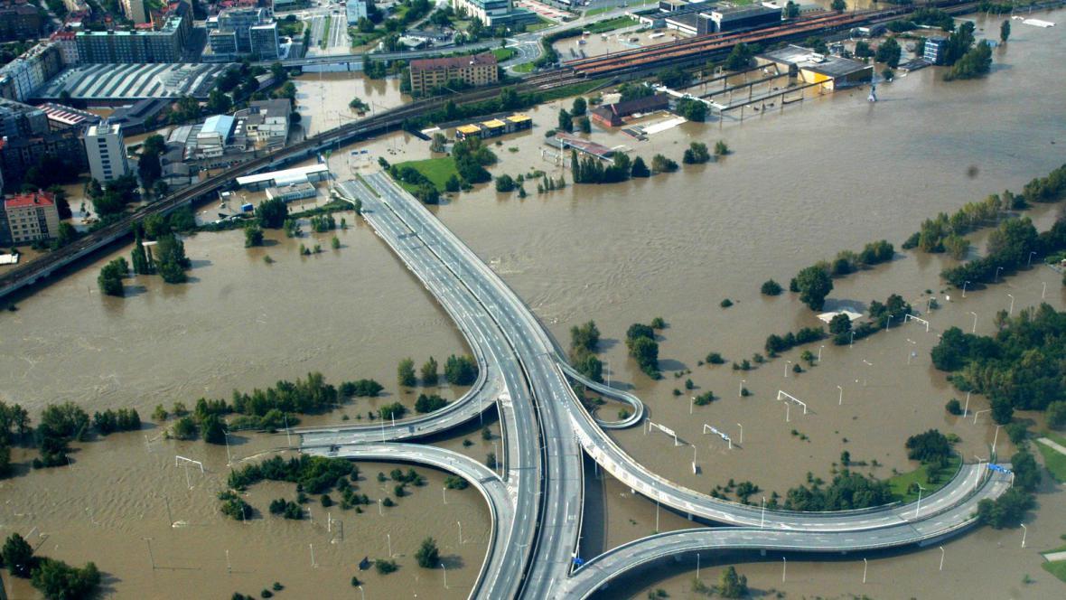 Zatopené Holešovice při povodních v srpnu 2002