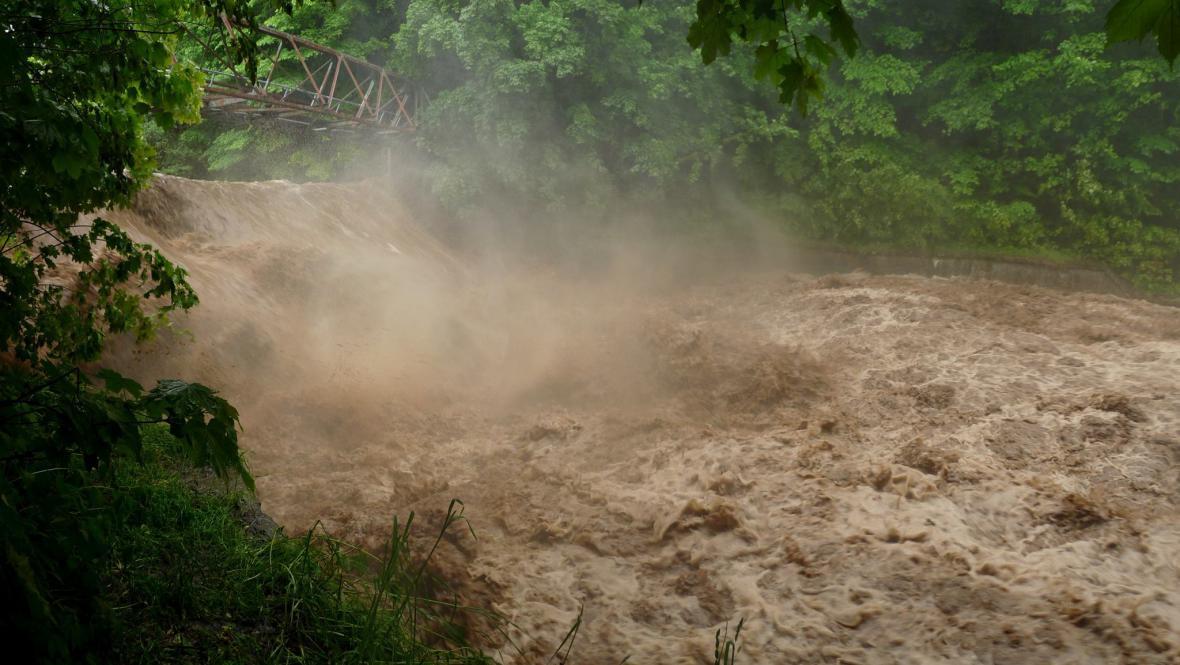 Úpa v Trutnově směrem k Zelené Louce