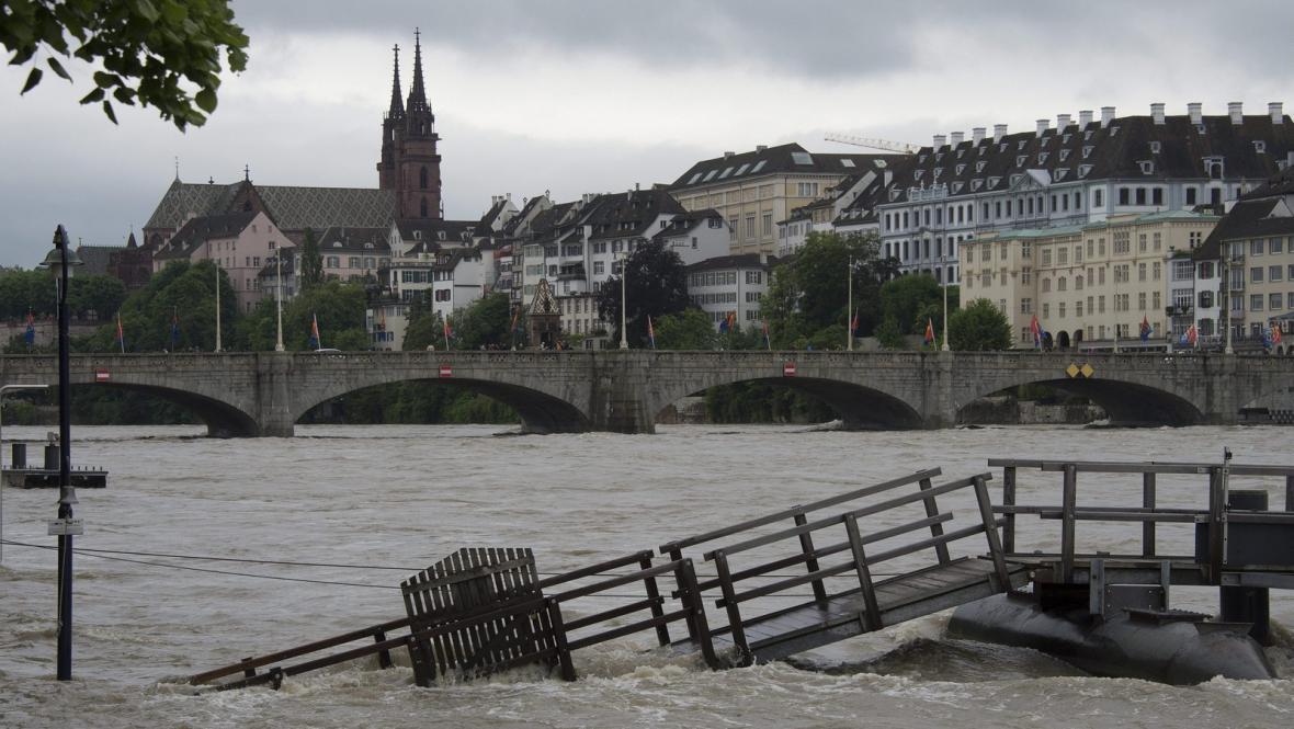 Velká voda ve švýcarské Basileji