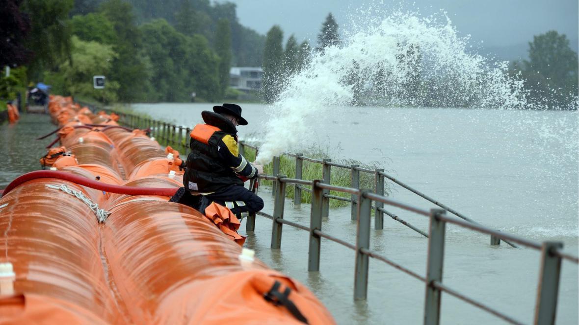 Velká voda ve švýcarském Wallbachu