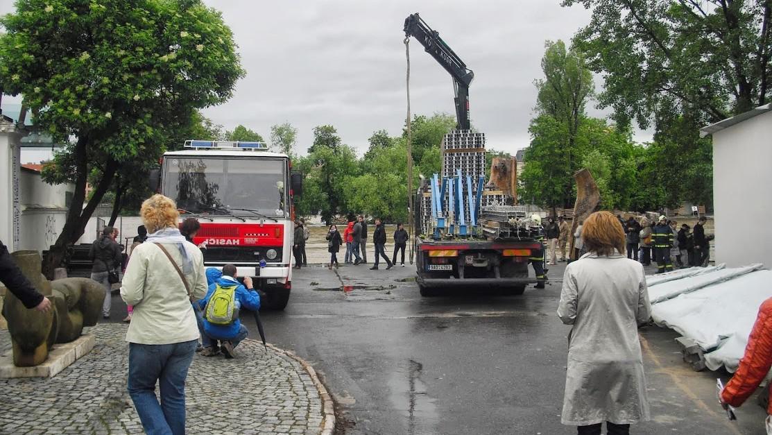 Praha, stavba protipovodňových bariér na Kampě