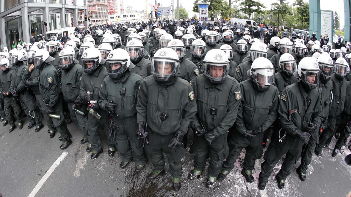 Policie zasáhla proti demonstrantům