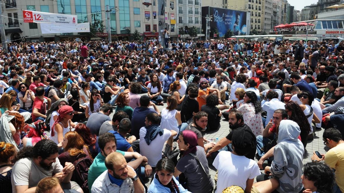 Protest na istanbulském náměstí Taksim - 31. 5. 2013