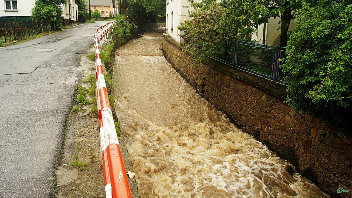 Potok v Boleticích o sobotním poledni