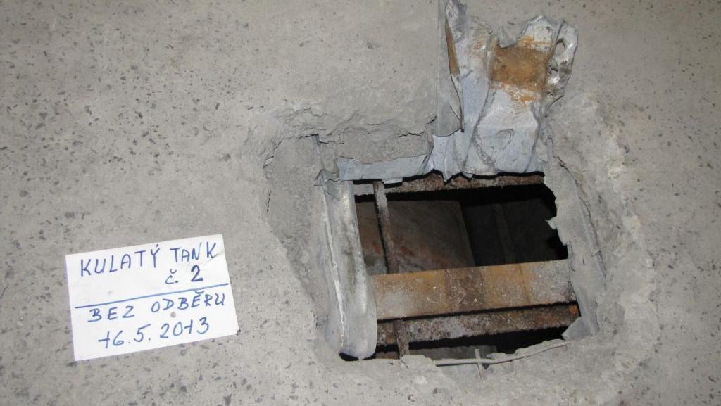 Skrýš na líh pod betonem