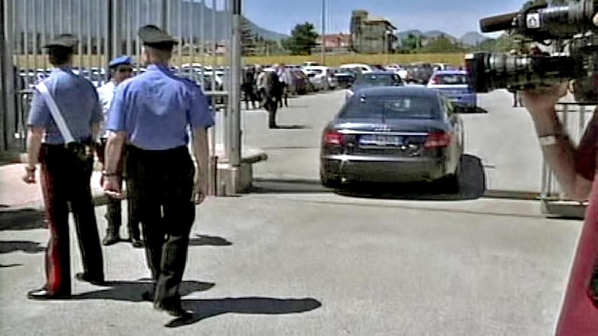 Italská policie u palermské věznice Ucciardone