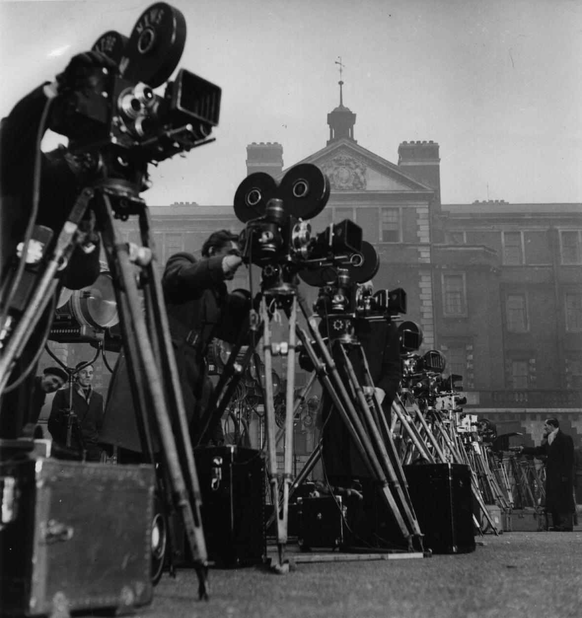Korunovaci vůbec poprvé přenášela živě televize