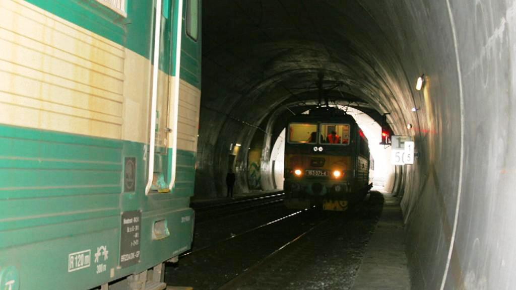 Dva vlaky na jedné koleji