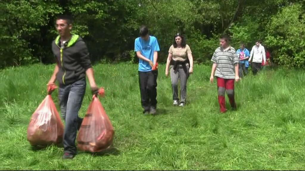 Žáci sbírají odpad