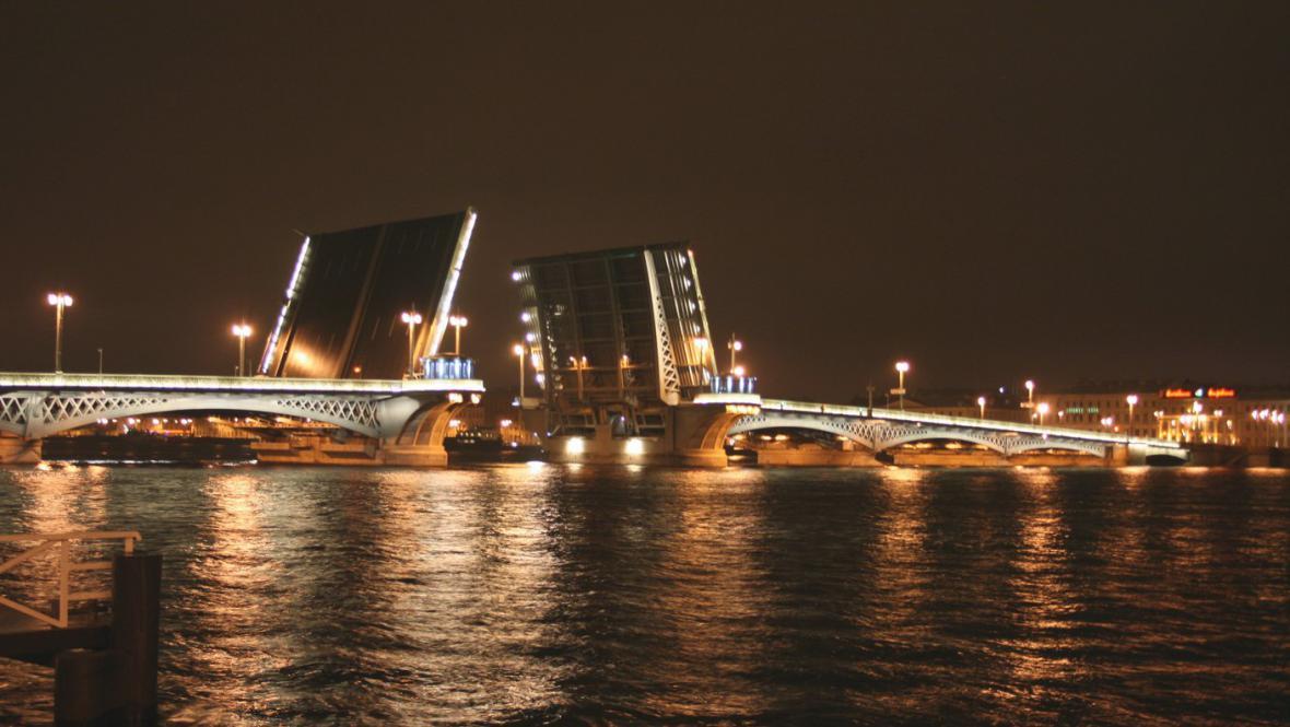 Otevřené mosty na Něvě