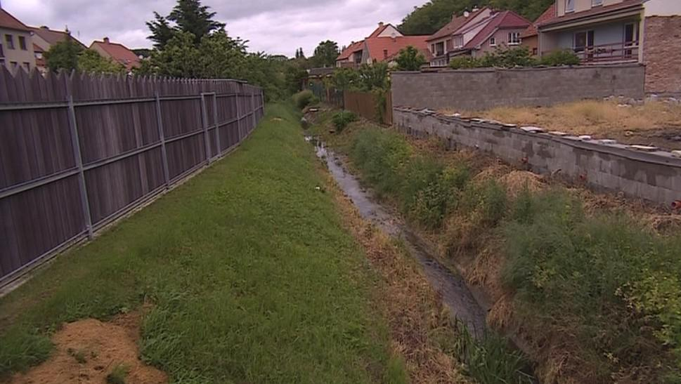Tyto baráky stojí v podstatě na dně bývalého rybníku