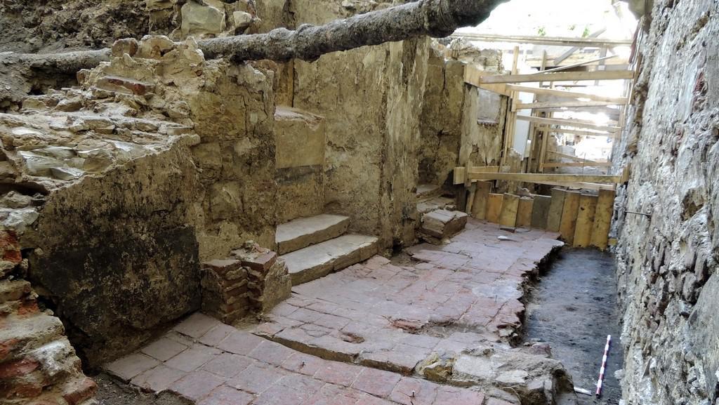 Archeologové objevili čtyři učebny jezuitské školy