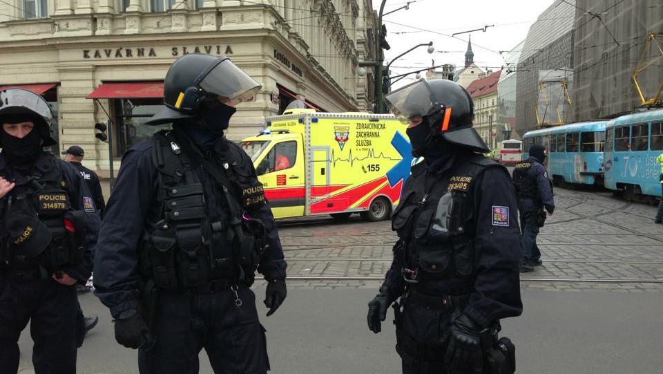 Výbuch zkomplikoval dopravu v centru Prahy