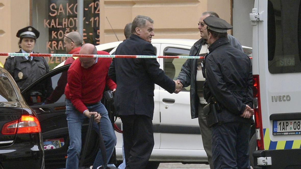 Bohuslav Svoboda poblíž místa výbuchu
