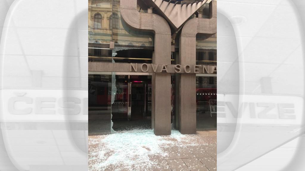 Výbuch poškodil budovy v centru Prahy