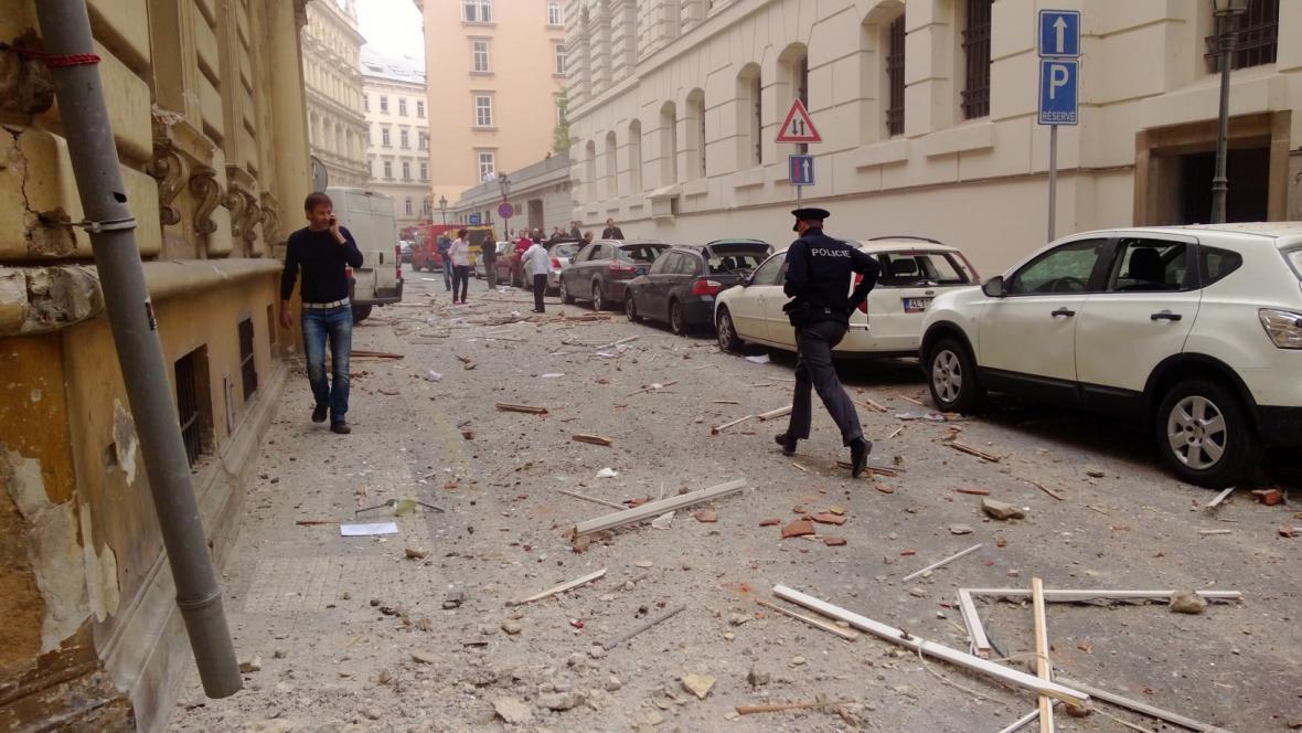 Následky výbuchu v centru Prahy