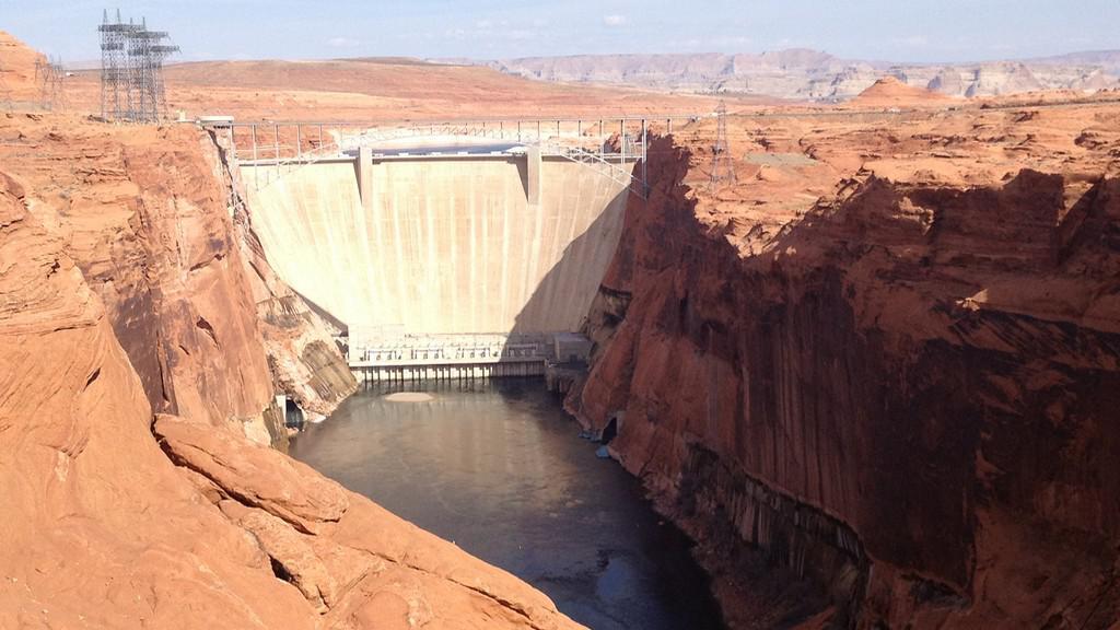 Přehrada Glen Canyon Dam na Coloradu