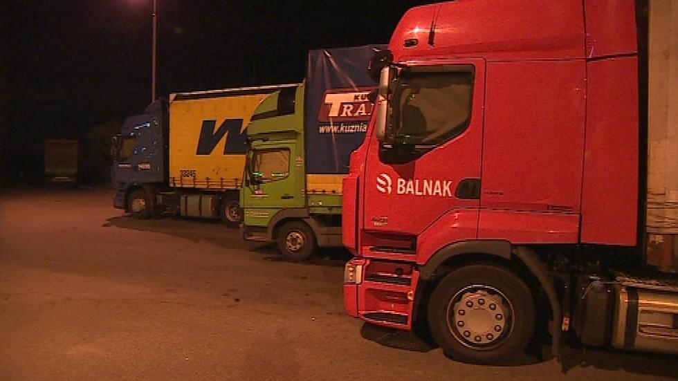 Najít parkovací místo na dálnici D1 je podle řidičů kamionů velký problém