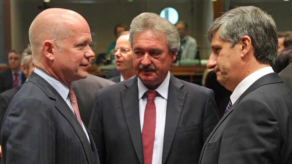Ministři zahraničí EU na jednání o zbrojním embargu vůči Sýrii