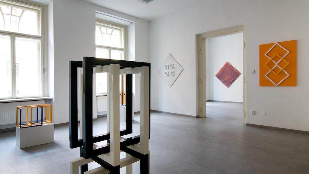 Výstava Eduarda Ovčáčka v Topičově salonu v Praze