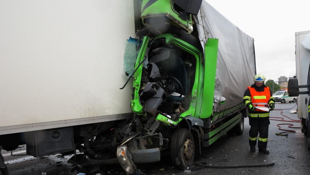Jeden z řidičů utrpěl těžká zranění