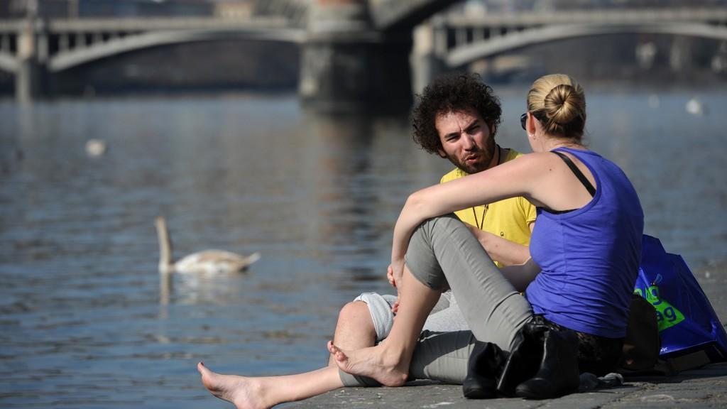 Lidé si dnes užívali výjimečně teplého počasí