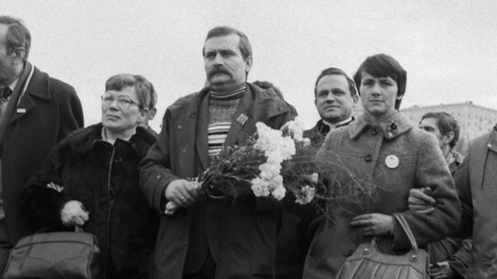 Lech Walesa s manželkou Danutou (vpravo)