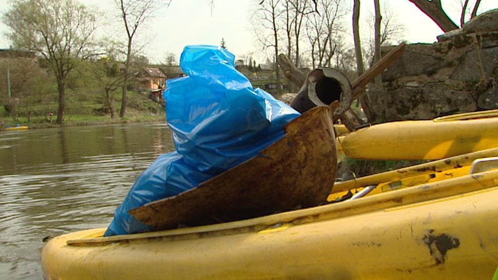 Odpad z řeky