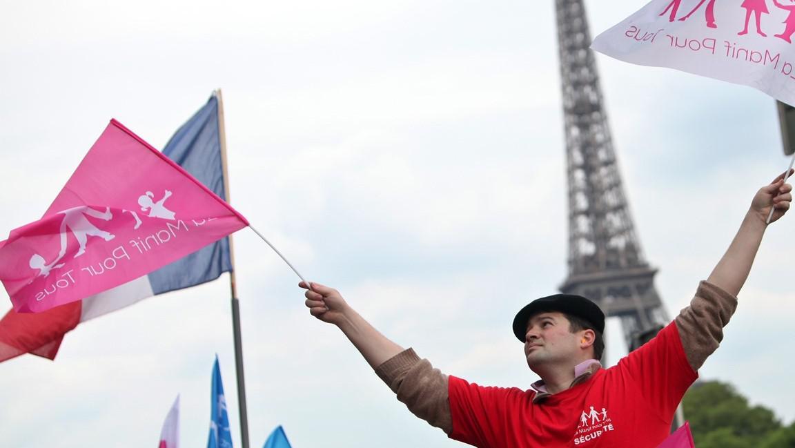 Francouzi protestují proti sňatkům homosexuálů