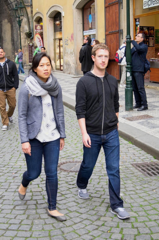 Mark Zuckerberg s manželkou v Praze