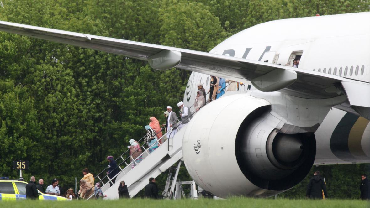 Pákistánské letadlo muselo přistát u Londýna
