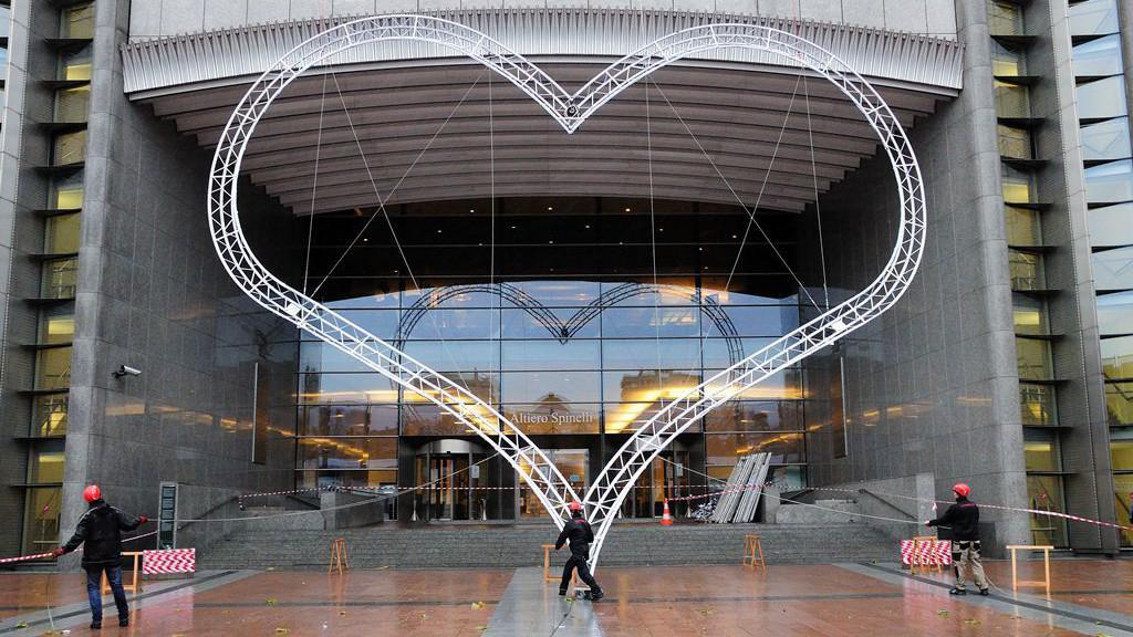 Instalace Havlova srdce v Bruselu