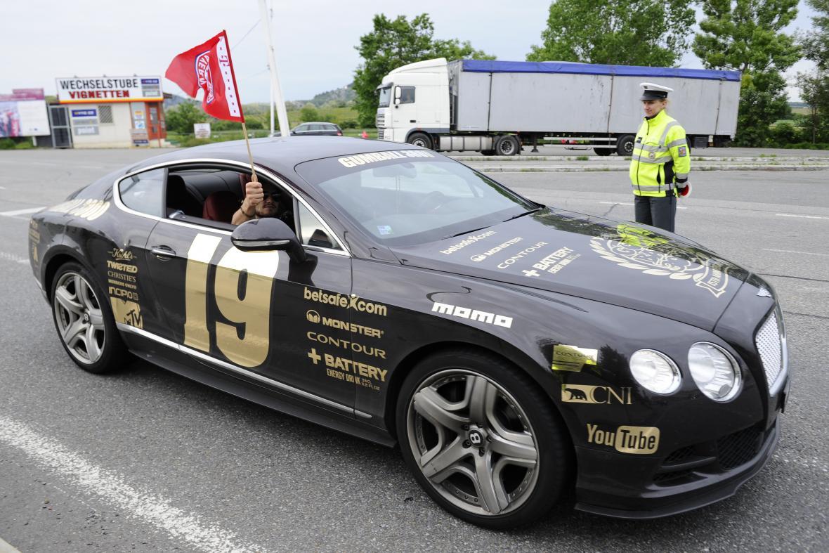 Účastníci závodu Gumball projeli Moravou