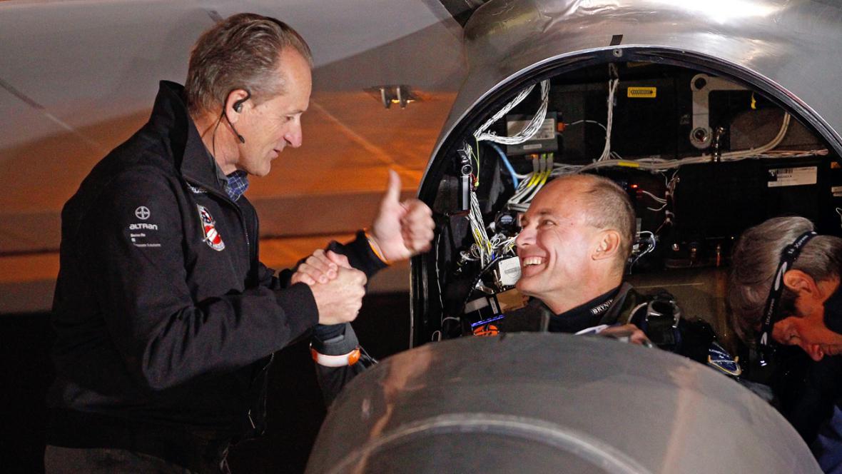 André Borschberg a Bertrand Piccard (vpravo)