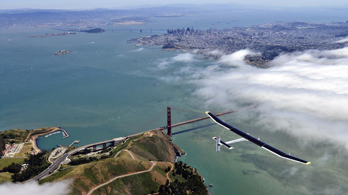 Solar Impulse nad mostem Golden Gate
