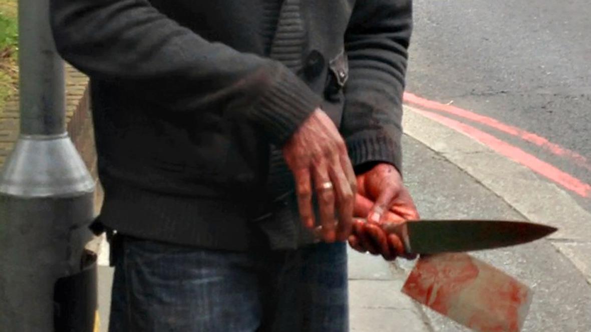 Ruce atentátníka u kasáren ve Woolwichi