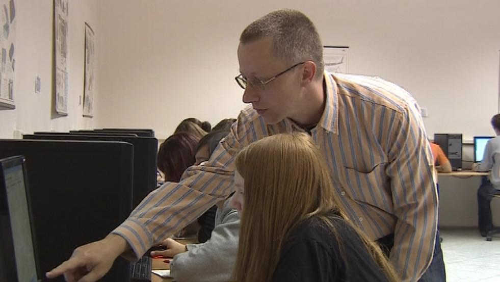 Testy žáci vyplňují na počítači
