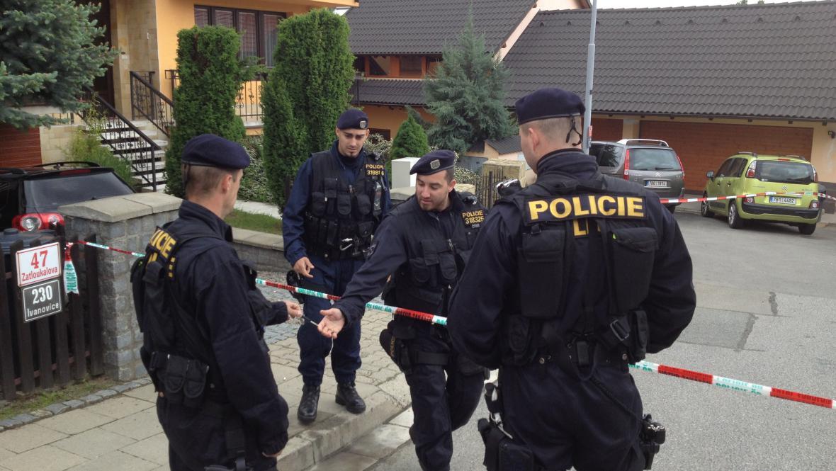 Policisté na místě několikanásobné vraždy v Brně-Ivanovicích